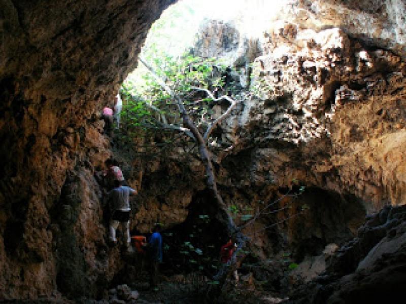 The legend of the Cueva de los Encantados and the night of San Juan in Jumilla