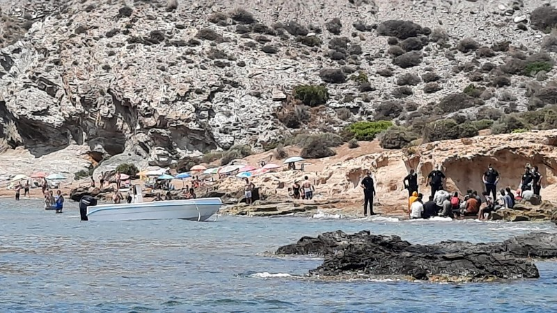 <span style='color:#780948'>ARCHIVED</span> - Dozens of irregular migrants reach the Murcian coast in small boats