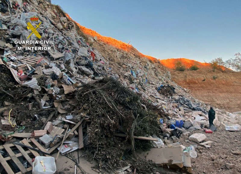 <span style='color:#780948'>ARCHIVED</span> - Man arrested after huge clandestine landfill is discovered in Fuente Álamo