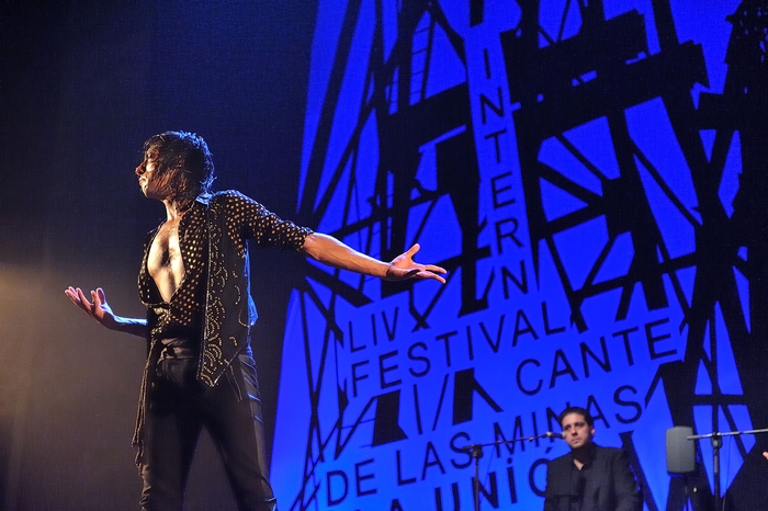 Taut sinews and toned muscles opened Cante de las Minas 2014
