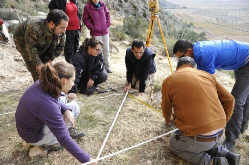 <span style='color:#780948'>ARCHIVED</span> - Archaeologists gather in Jumilla to explore the Abrigo del Monje